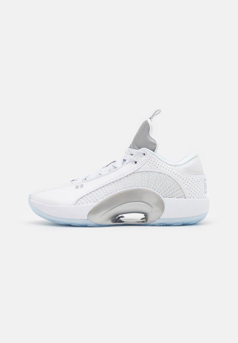 Jordan - AIR XXXV LOW - Basketball shoes - white/metallic silver/black