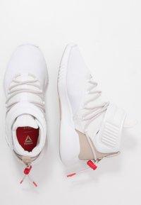 Reebok - FREESTYLE MOTION - Chaussures d'entraînement et de fitness - white - 1