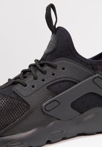 Nike Sportswear - HUARACHE RUN ULTRA (PS) - Sneakers - black - 5