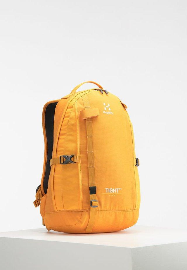 TIGHT MEDIUM - Rucksack - desert yellow/cloudberry