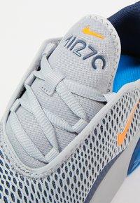 Nike Sportswear - AIR MAX 270 UNISEX - Sneakers laag - wolf grey/total orange/midnight navy/photo blue - 5
