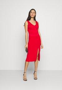 WAL G. - BRINLEY MIDI DRESS - Sukienka z dżerseju - red - 1