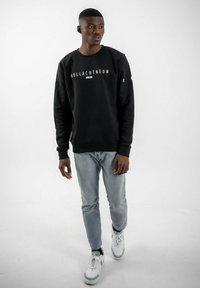 PLUSVIERNEUN - MÜNCHEN - Sweatshirt - black - 1