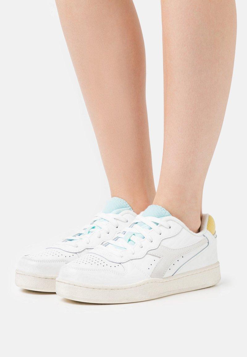 Diadora - BASKET ICONA  - Zapatillas - white/goldfinch/blue tint
