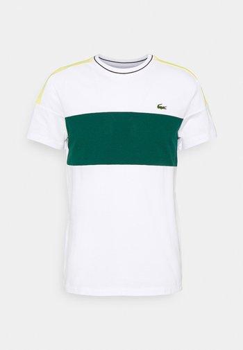 TOUR - T-shirt imprimé - white/swing/daphne yellow/black