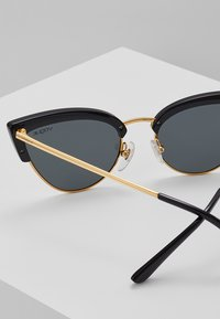 VOGUE Eyewear - Occhiali da sole - black/gold-coloured - 2