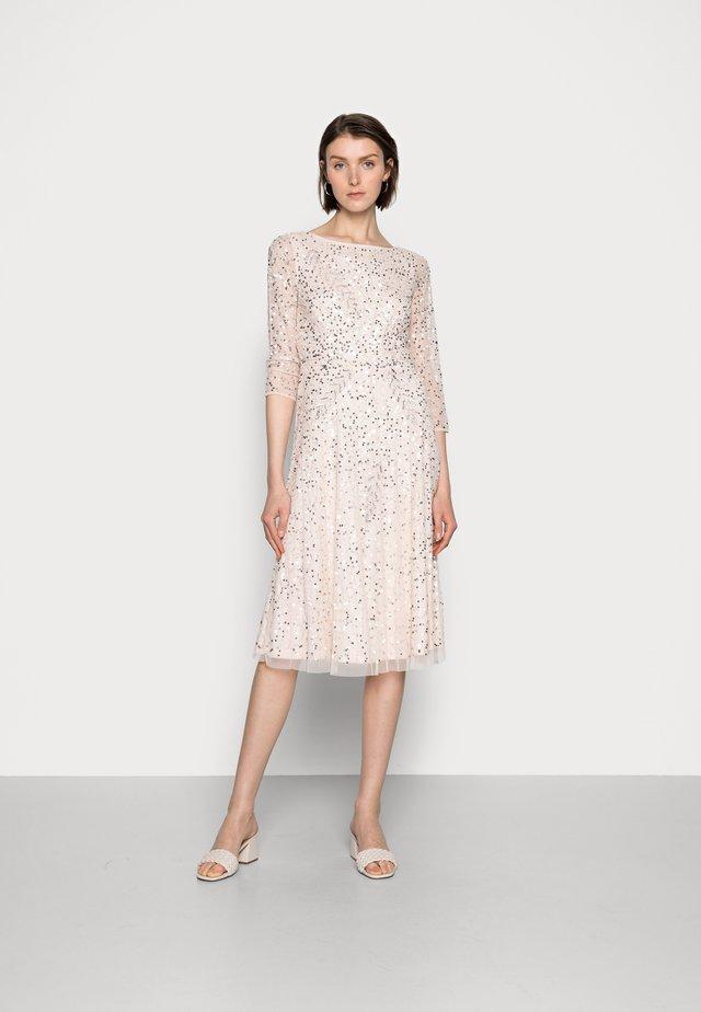 BEADED DRESS - Cocktailklänning - light pink