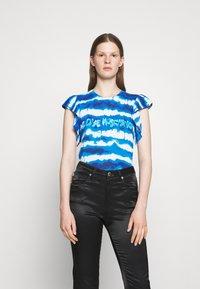 Love Moschino - Print T-shirt - light blue - 0