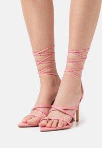 Glamorous - Sandály s odděleným palcem - pink - 0