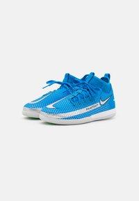 Nike Performance - JR PHANTOM GT ACADEMY DF IC UNISEX - Indoor football boots - photo blue/metallic silver/rage green - 1