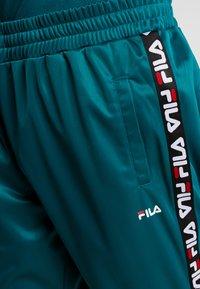 Fila - TAPE TRACK PANTS - Pantalon de survêtement - everglade - 4