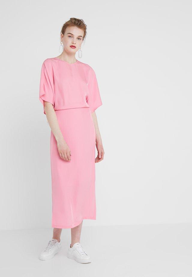 KIMONO SLEEVE DRESS - Robe longue - waterlily