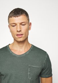 Marc O'Polo - SHORT SLEEVE RAW - Basic T-shirt - mangrove