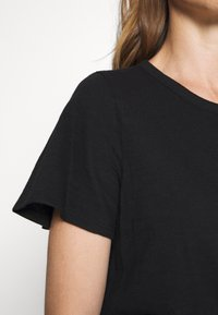 GAP - SLUB  - T-shirts - true black - 5