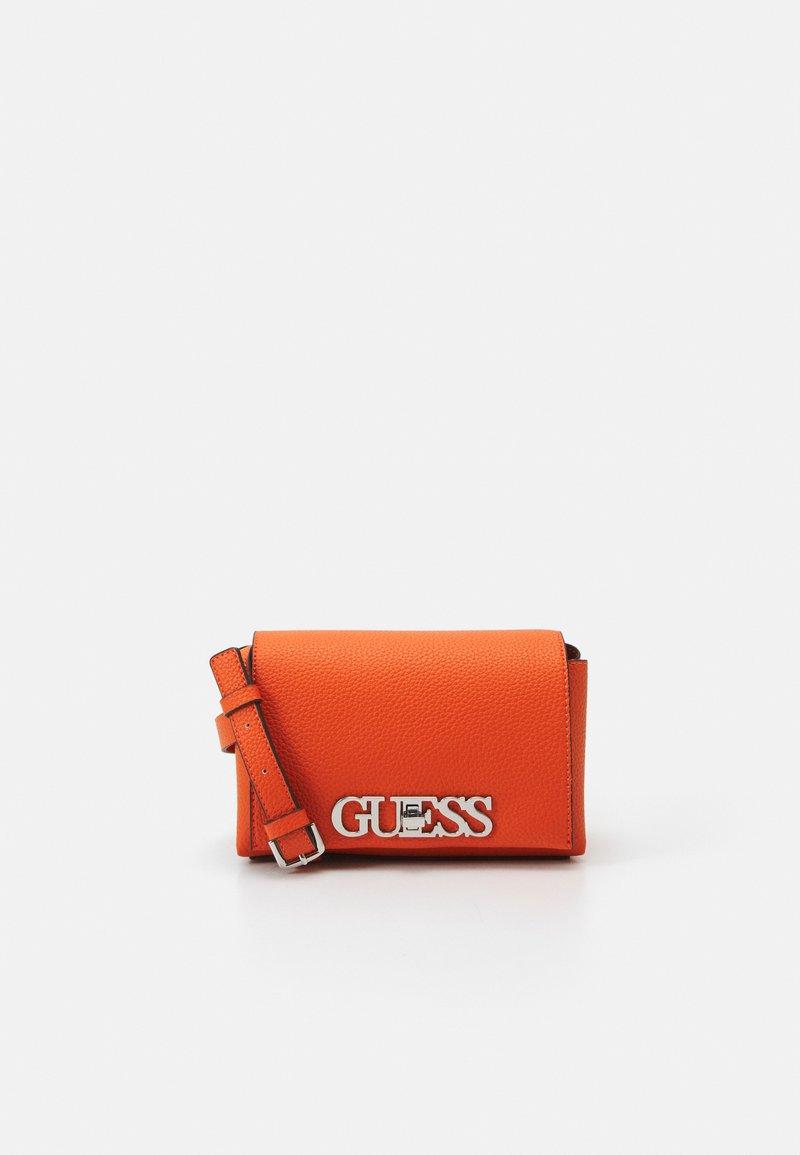 Guess - UPTOWN CHIC MINI XBODY FLAP - Skulderveske - orange