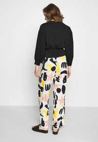 Monki - ARIA TROUSERS - Bukse - white dusty - 2