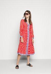 J.CREW - DRESS IN BLOCKPRINT - Košilové šaty - cerise cove/multi - 1