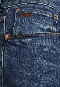 Emporio Armani - POCKETS PANT - Jeans Tapered Fit - blue denim - 7