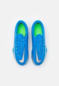 Nike Performance - JR PHANTOM GT CLUB FG/MG UNISEX - Moulded stud football boots - photo blue/metallic silver/rage green - 3