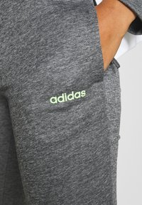 adidas Performance - LIN HOOD SET - Sudadera con cremallera - dark grey heather/white - 8