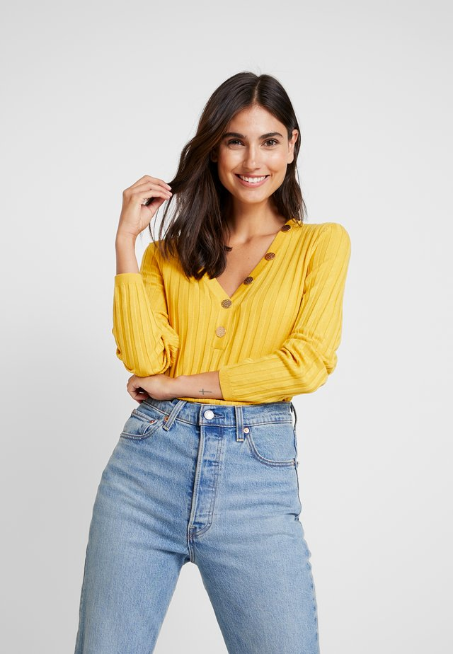 V NECK JUMPER WITH BUTTONS DETAIL - Stickad tröja - yellows