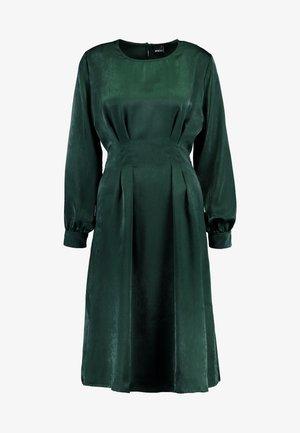 EXCLUSIVE SANDRA DRESS - Vestido informal - pine grove