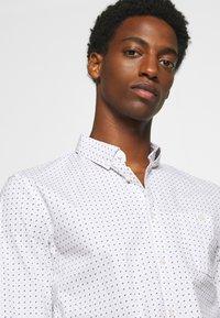 TOM TAILOR DENIM - ALLOVER PRINTED STRETCH SHIRT - Shirt - white - 3