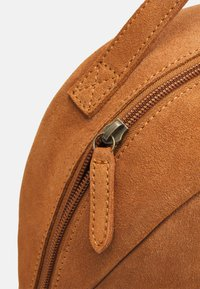 Even&Odd - LEATHER - Rucksack - cognac - 3