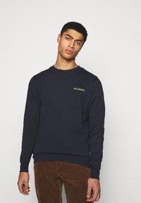 Han Kjøbenhavn - CASUAL CREW - Sweatshirt - mood indigo - 0
