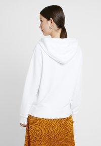 Levi's® - SPORT HOODIE - Bluza z kapturem - white - 2