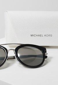 Michael Kors - Lunettes de soleil - black - 3