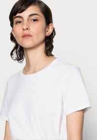 Marc O'Polo - T-shirt basique - white - 4