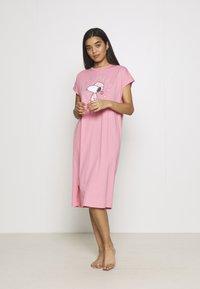 Women Secret - ALLOVER - Camicia da notte - bubble gum - 0