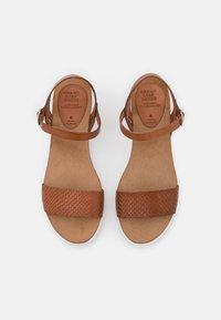 Grand Step Shoes - EDEN - Platform sandals - whisky - 5