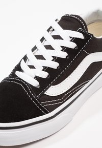 Vans - OLD SKOOL - Sneakersy niskie - black/true white - 8