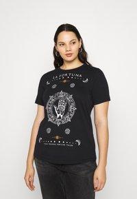 Vero Moda Curve - VMFORTUNA  CURVE - T-shirt med print - black - 0