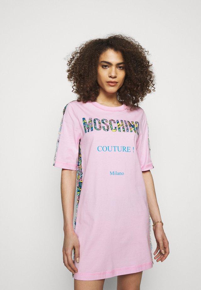 DRESS - Jerseyjurk - fantasy print pink
