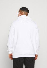 Johnny Bigg - GRAPHIC PRINT HOODIE - Sweatshirt - white - 2