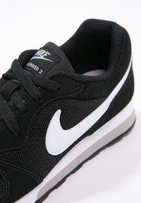 Nike Sportswear - MD RUNNER 2 - Trainers - schwarz - 5