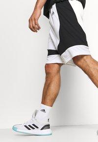 adidas Performance - PREMIUM BASKETBALL TEAM SHORTS - Pantaloncini sportivi - white - 3