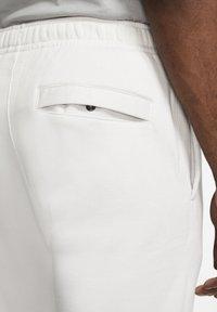 Nike Sportswear - CLUB - Tracksuit bottoms - vast grey/white - 3