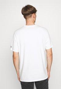 Levi's® - LEVI'S® X PEANUTS SUNSET POCKET TEE UNISEX - Print T-shirt - white - 2