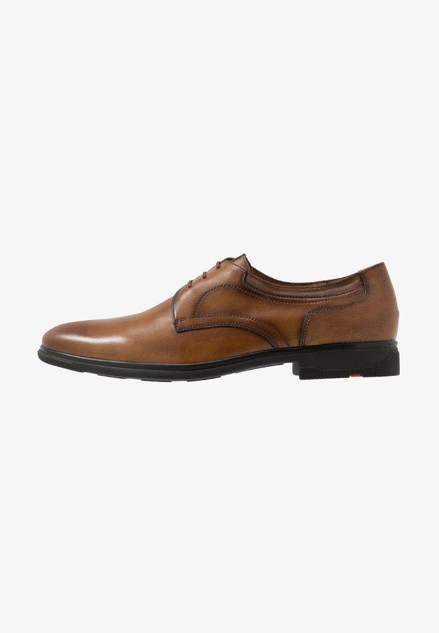 GENEVER - Elegantní šněrovací boty - cognac