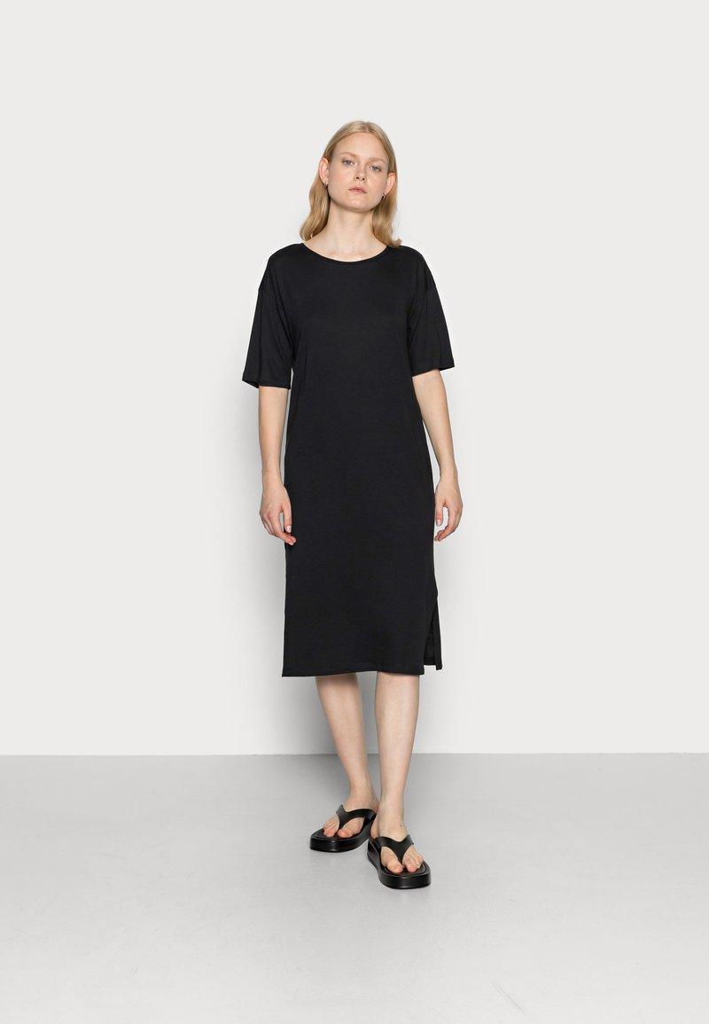 Noisy May - NMMAYDEN 2/4 DRESS NOOS - Denní šaty - black