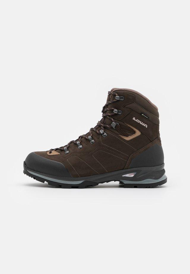 SANTIAGO GTX - Hiking shoes - schiefer/beige