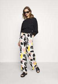 Monki - ARIA TROUSERS - Bukse - white dusty - 1