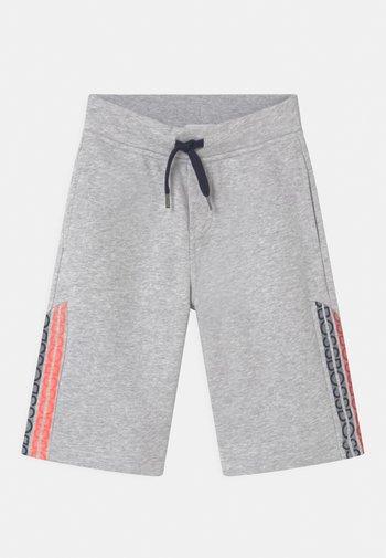BERMUDA - Shorts - chine grey