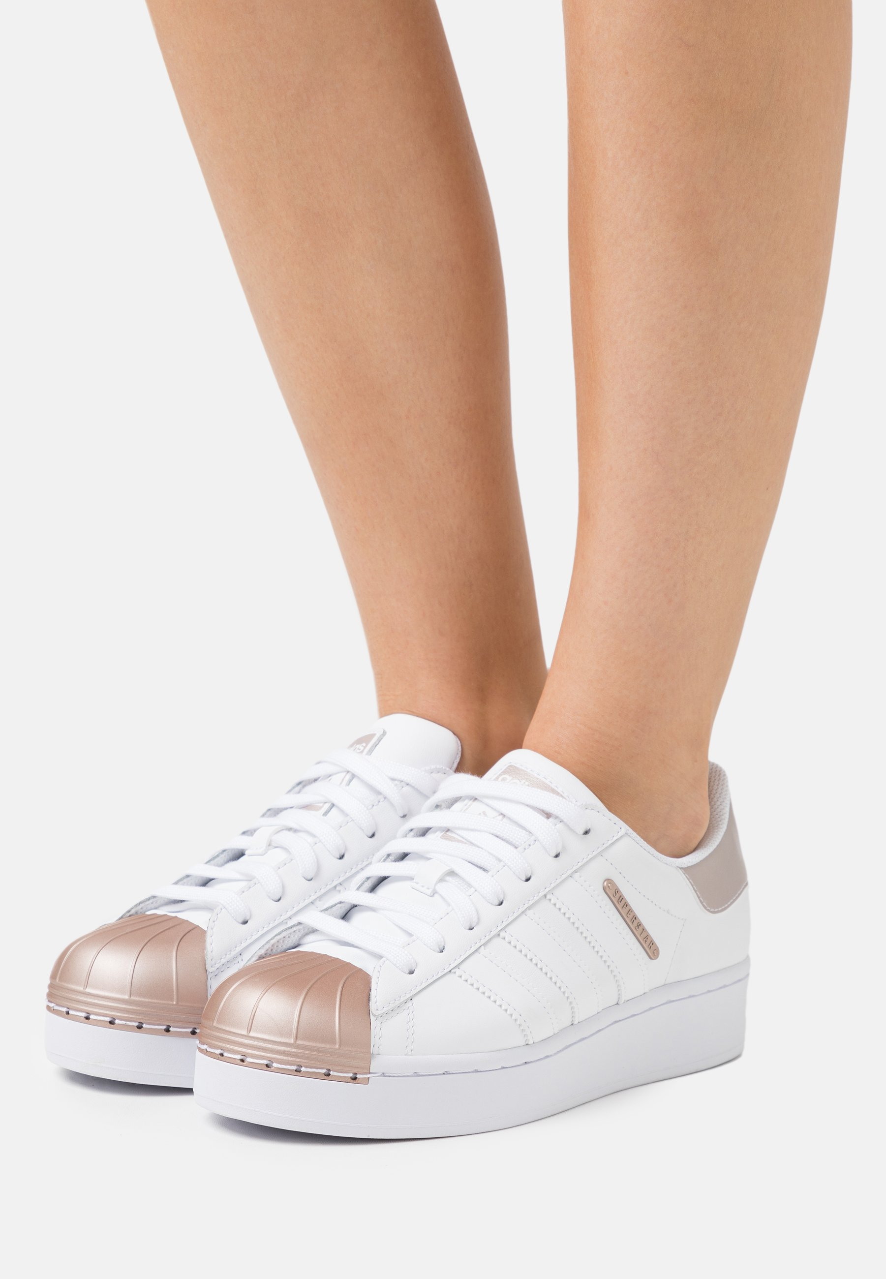 SUPERSTAR BOLD - Trainers - footwear white/copper metallic