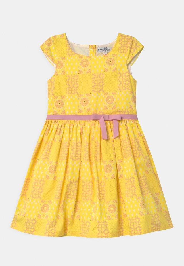 ECO - Koktejlové šaty/ šaty na párty - yellow