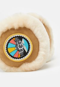 UGG - EARMUFF WITH PATCHES - Cache-oreilles - chestnut - 4